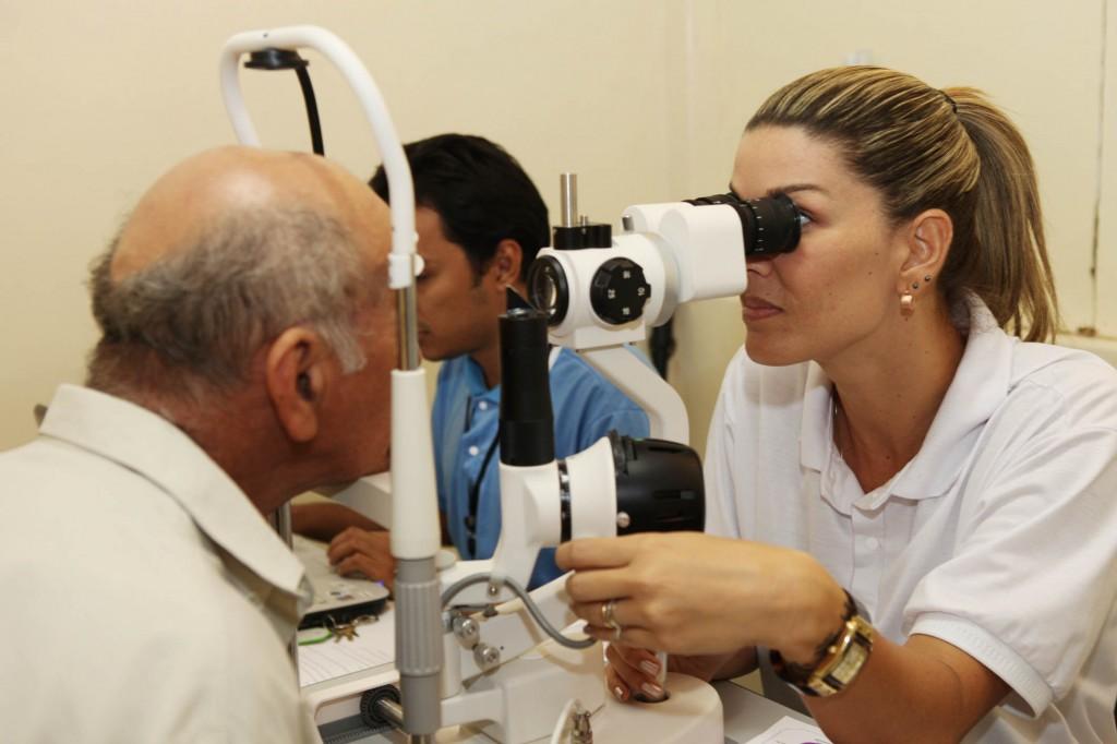 médico oftamologista