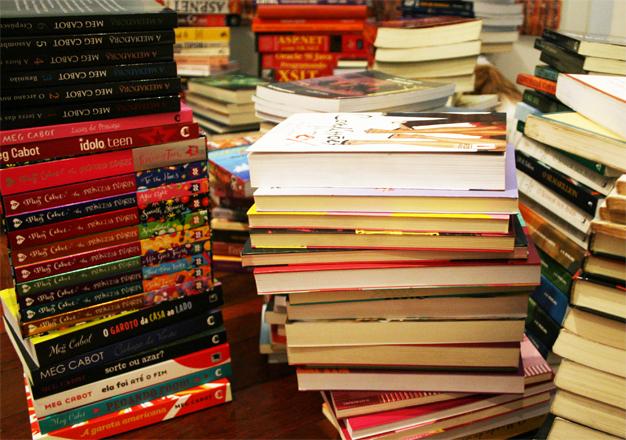 Como organizar livros casa