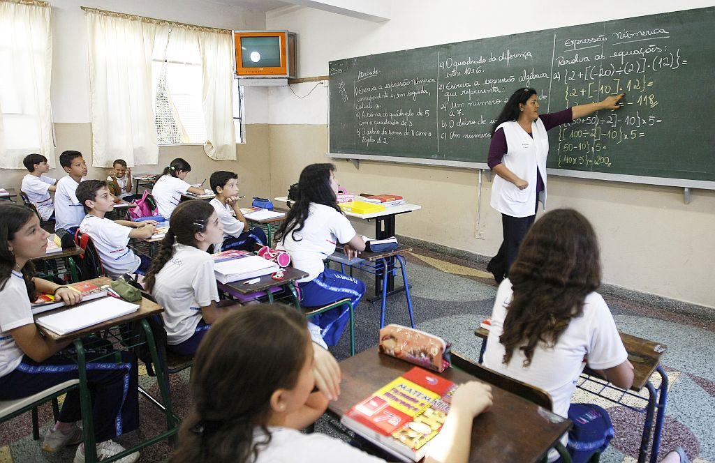 Professor brasileiro trabalha 25 horas por semana e gasta 20 do tempo com indisciplina 2