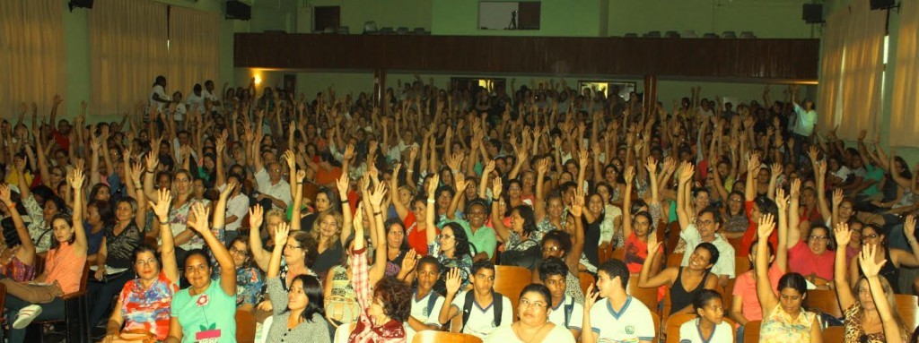 Professores municipais de Recife entram em greve