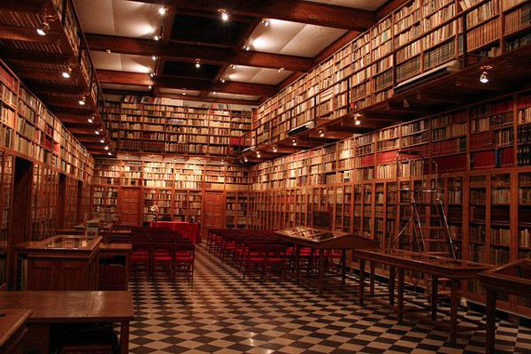 biblioteca do político Miguel Mateu