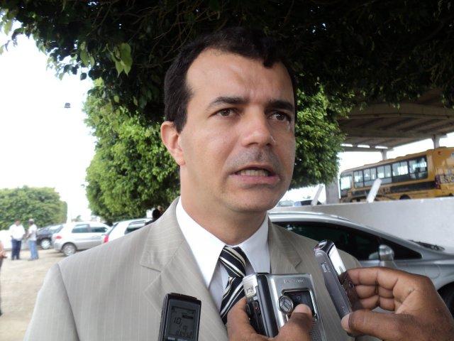 Cidade da Bahia vai multar professor que não tocar o hino nacional