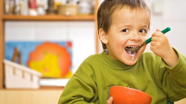Criança Comer