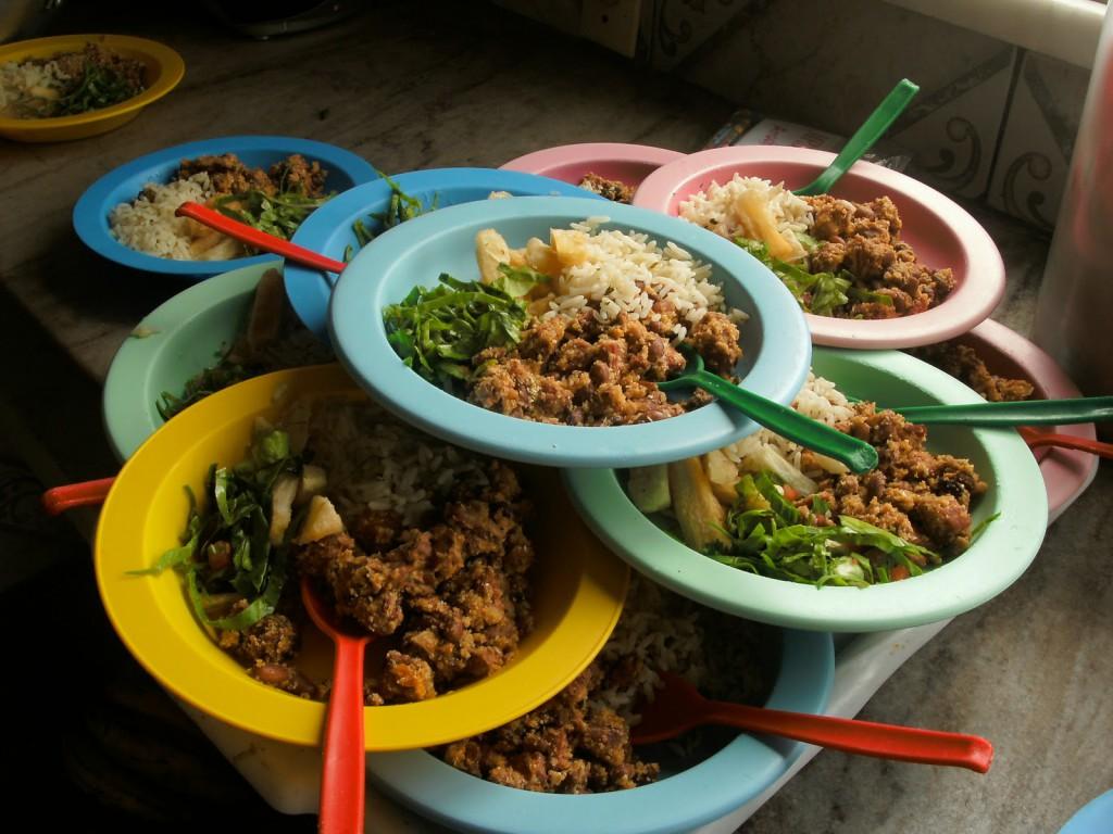 Alunos apresentam quadro de intoxicação alimentar depois de comer merenda escolar