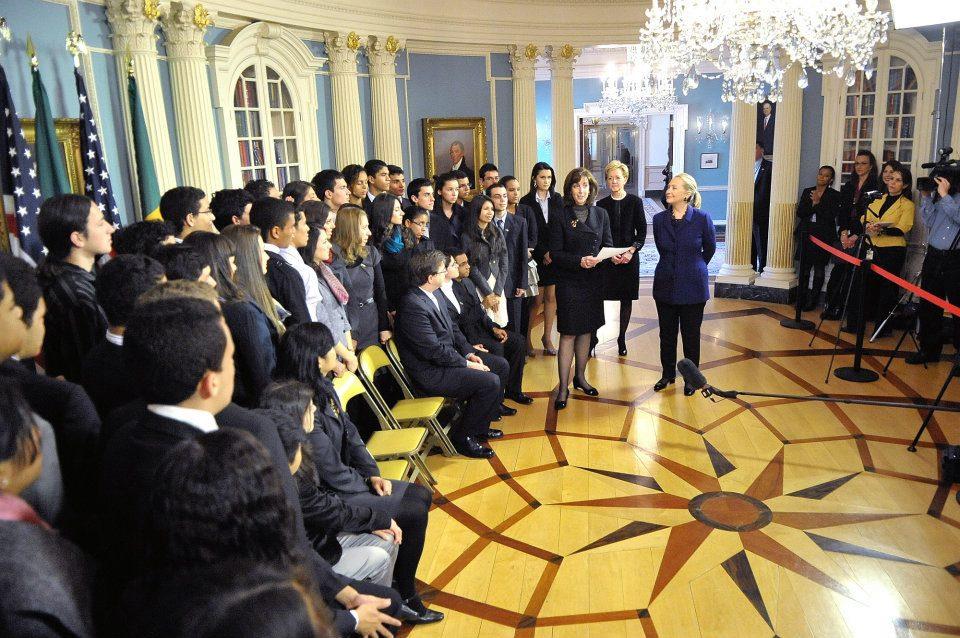 Divulgada lista de alunos selecionados para o programa Jovens Embaixadores 2