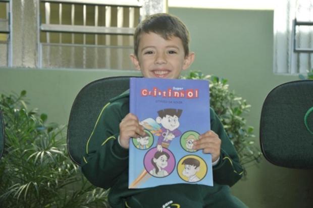 Garoto de 6 anos é o autor mais jovem a lançar um livro