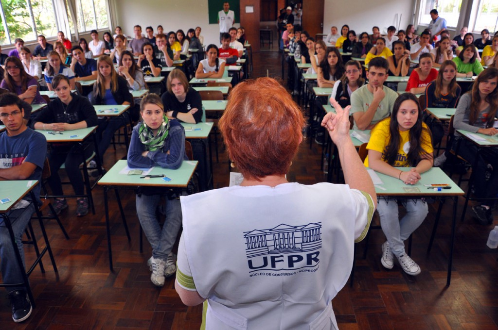 Primeira fase do vestibular 2015 da UFPR acontece neste domingo 2