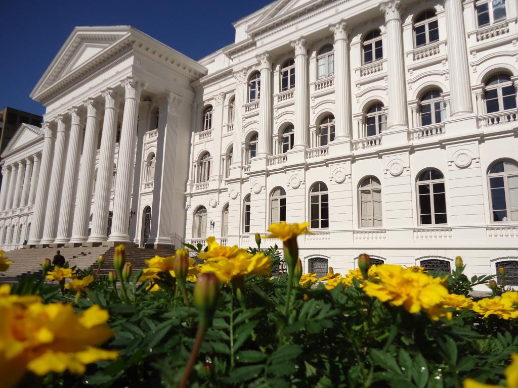 Universidade Federal do Paraná divulga cursos mais concorridos do Vestibular 2014 2015