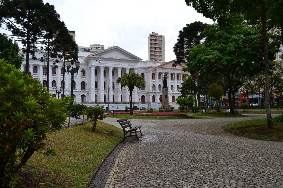 Universidade Federal do Paraná não usará mais nota do ENEM em vestibular