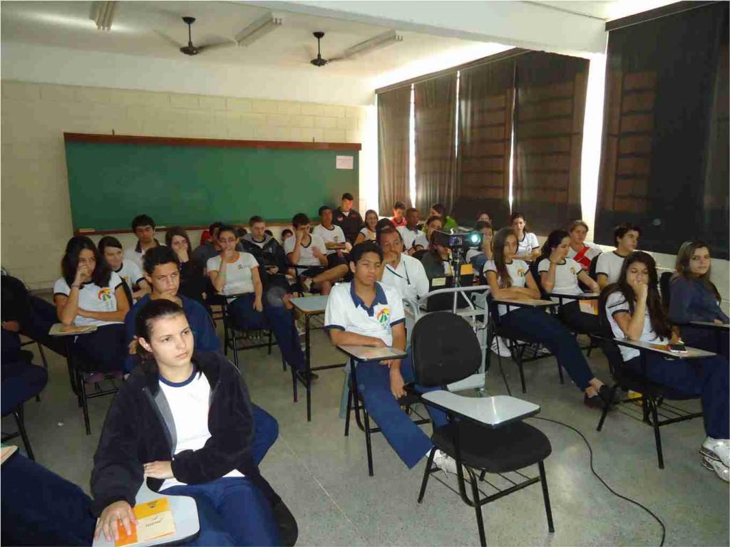 54 dos jovens concluem ensino médio até os 19 anos no Brasil 2