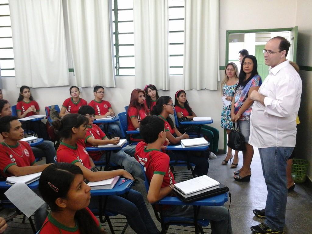 54 dos jovens concluem ensino médio até os 19 anos no Brasil