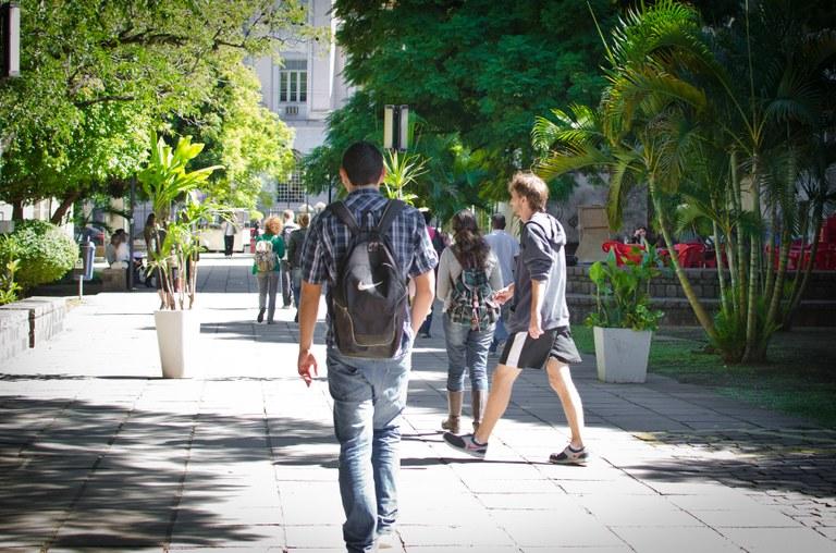 Alunos com menos dinheiro conseguem ganhar espaço em universidades públicas 2