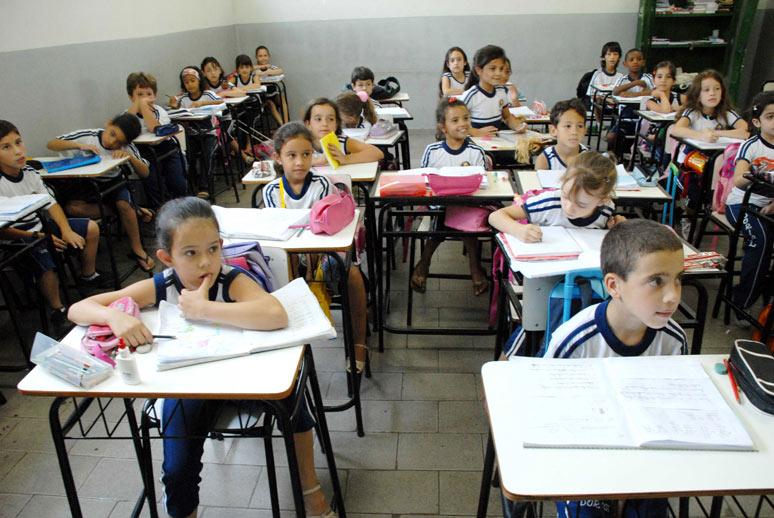 Apenas sete escolas públicas estão entre as 100 melhores pela média do ENEM 2013