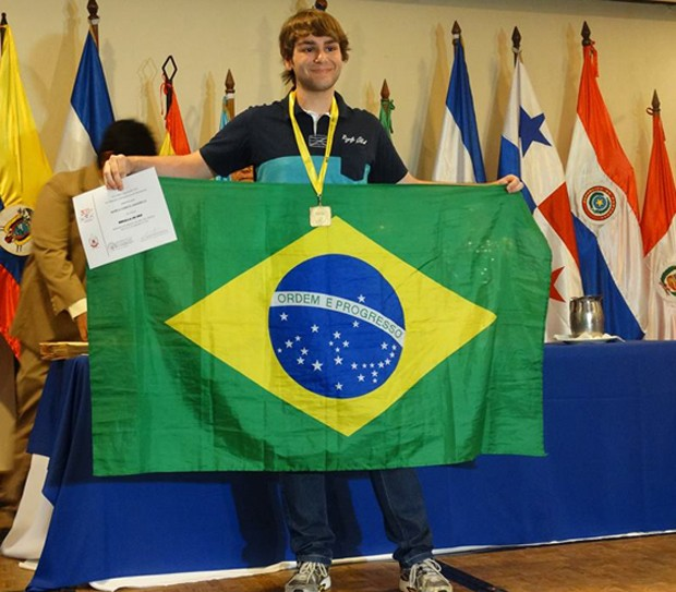 Brasileiro campeão da Olimpíada de Matemática consegue vaga em Princeton