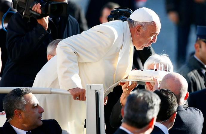 Papa comemora aniversário com festa