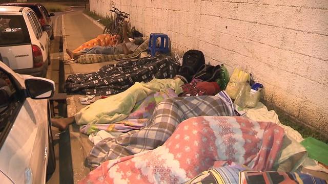 Acampamento é feito nas ruas do DF para pais conseguirem vagas em escolas públicas
