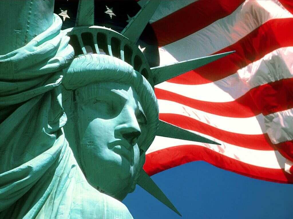 Professor lança serviço para ajudar alunos a tirar diploma americano