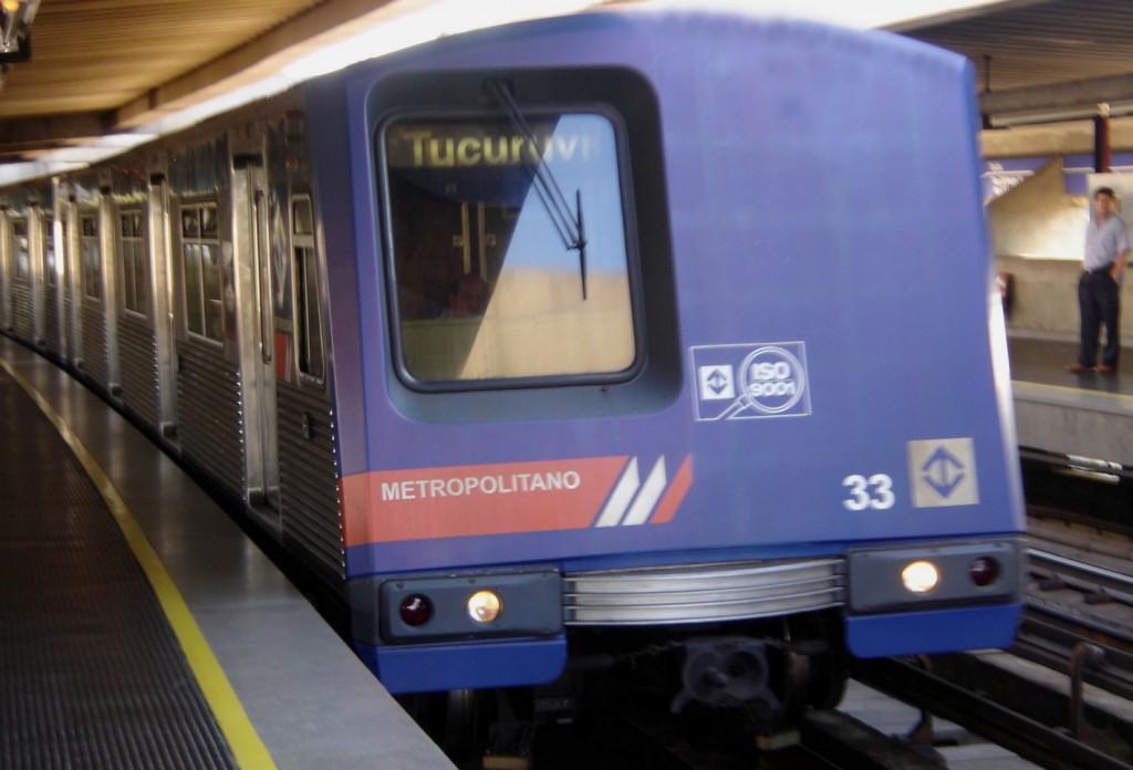 Estudantes ganham direito ao passe livre no metrô de SP