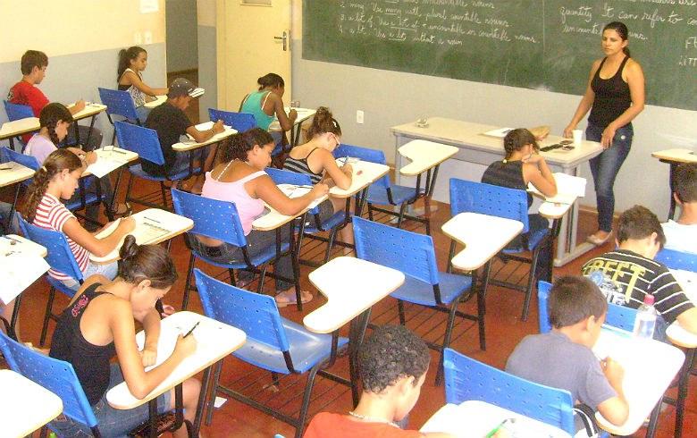 Maioria dos estudantes chegam ao ensino médio sem saber o que deveriam