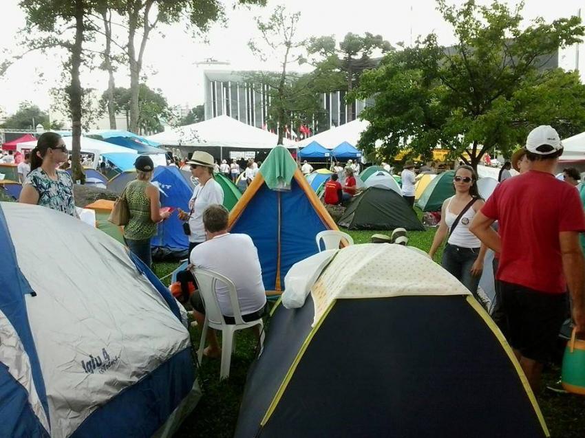 Professores estão em greve no Paraná e passam carnaval acampados 2
