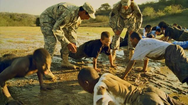 Acampamento militar crianças malcriadas nos EUA