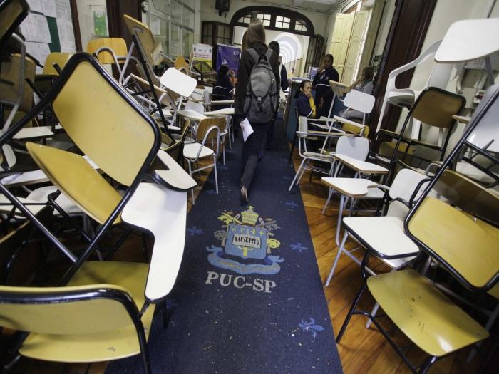 Alunos da PUC de São Paulo ocupam reitoria 2