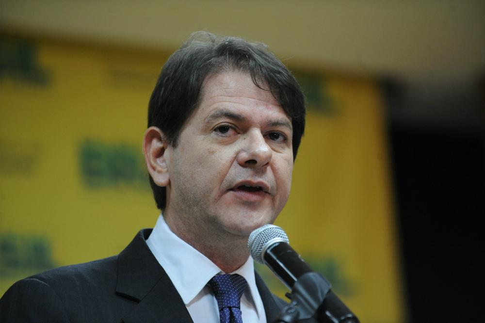 Cid Gomes pede demissão do MEC depois de confusão com Câmara