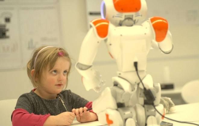 Escola na Suíça ensina crianças a escrever com a ajuda de robôs 2