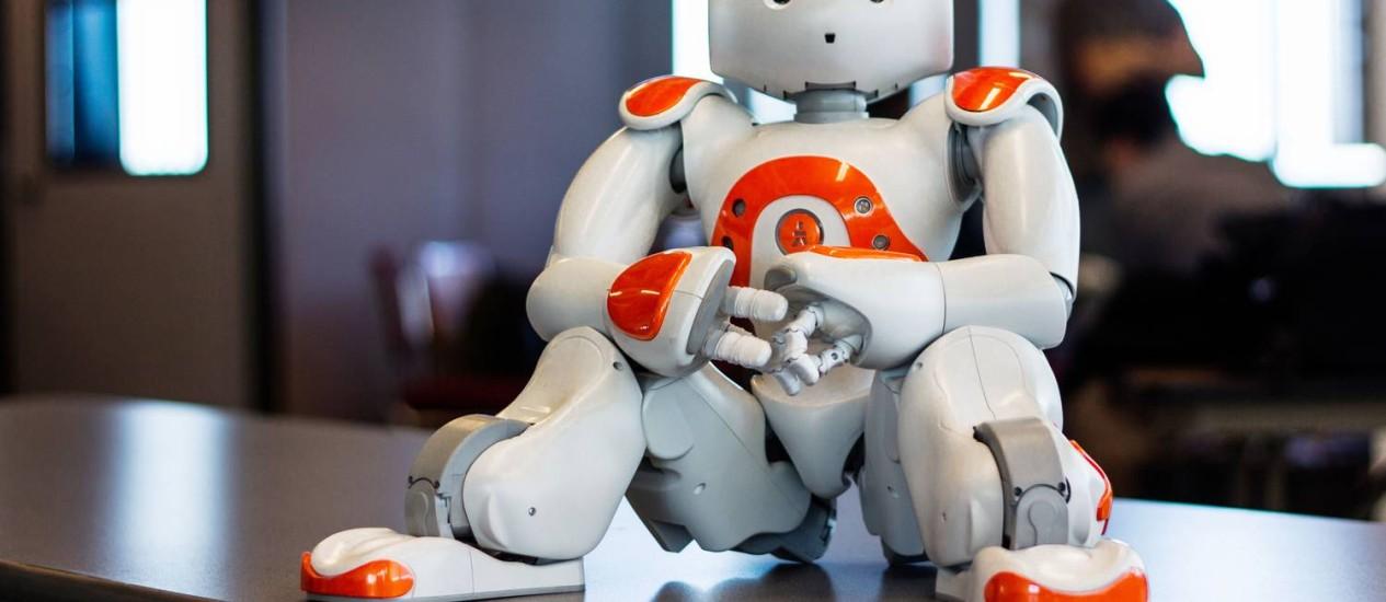Escola na Suíça ensina crianças a escrever com a ajuda de robôs