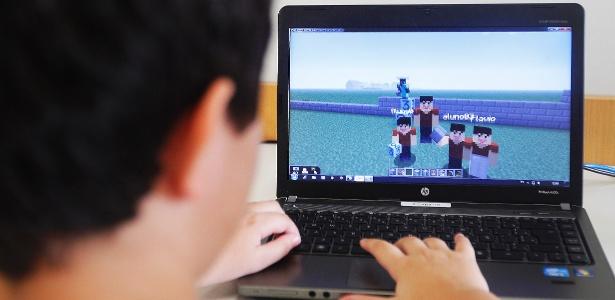 alunos-do-colegio-visconde-de-porto-seguro-no-panamby-usam-o-game-minecraft-para-desenvolver-habilidades-1425785847972_615x300