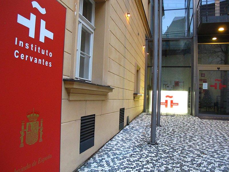 Instituto Cervantes planeja lançar cursos de espanhol online para os brasileiros