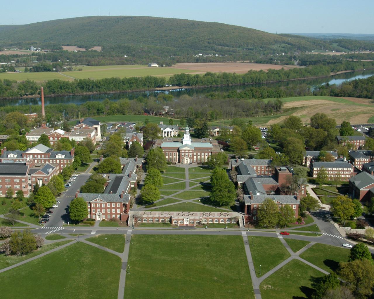 Três alunos são expulsos de faculdade nos EUA por ofensas racistas 2