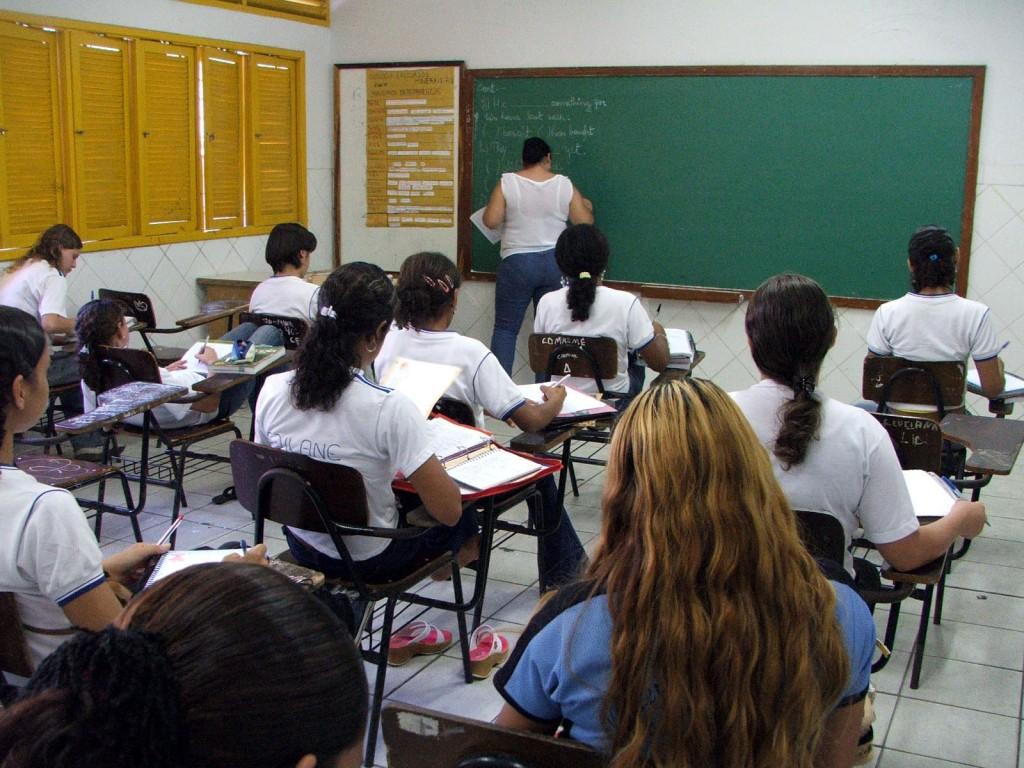 33 mil alunos brasileiros farão provas de avaliação para ranking mundial 2