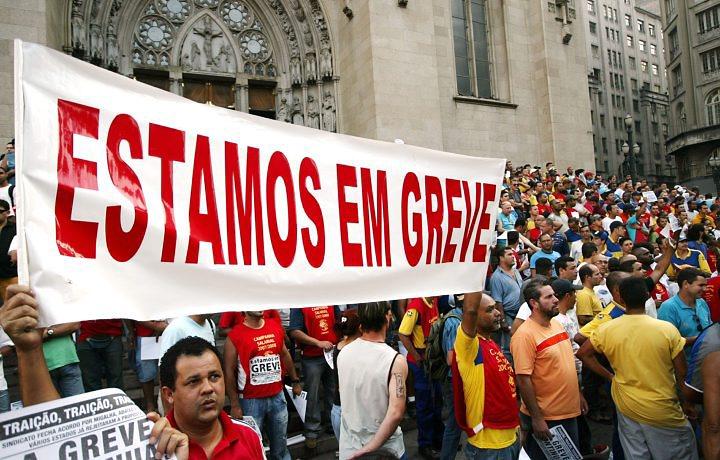 Escola particular oferece descontos para alunos de escolas públicas em greve em SP