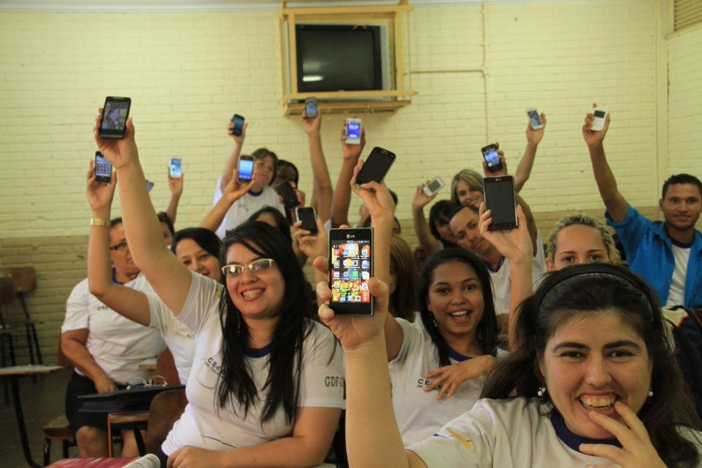 Pesquisa afirma que alunos que não utilizam celular possuem melhor desempenho escolar