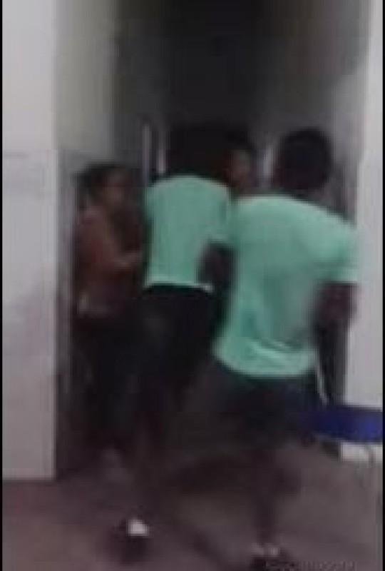 Vídeo mostra briga entre alunos e professor dentro de escola da BA 2