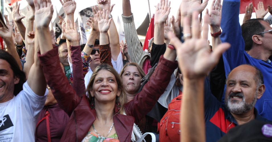 Paraná pode substituir professores grevistas por temporários