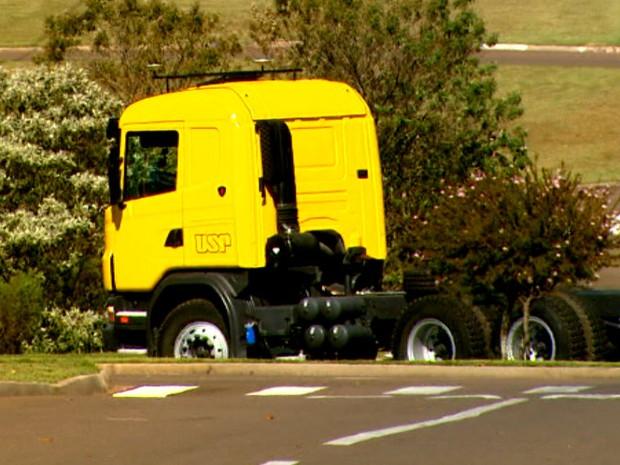 Pesquisadores da USP apresentam caminhão autônomo nacional 2