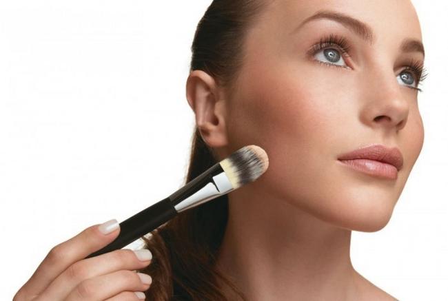 Maquiagem prejudica a pele