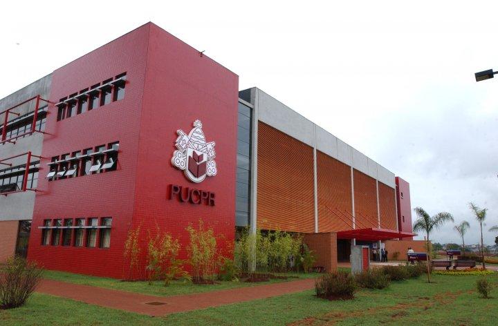 PUC do Paraná abre inscrições de vestibular com vagas no interior do estado