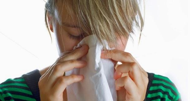 Qual a relação entre o espirro e a claridade