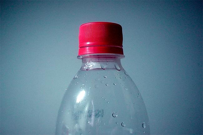 Quais elementos formam uma garrafa pet