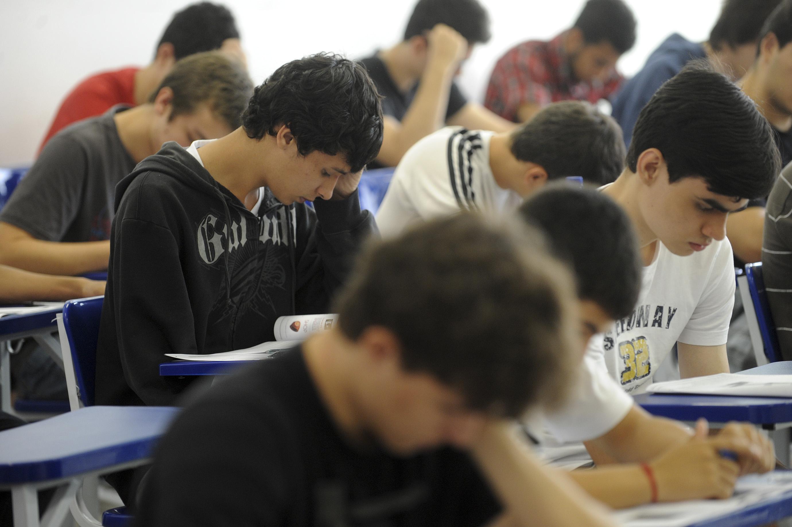 Mais de 1 milhão de jovens não conseguem terminar ensino médio até os 19 anos