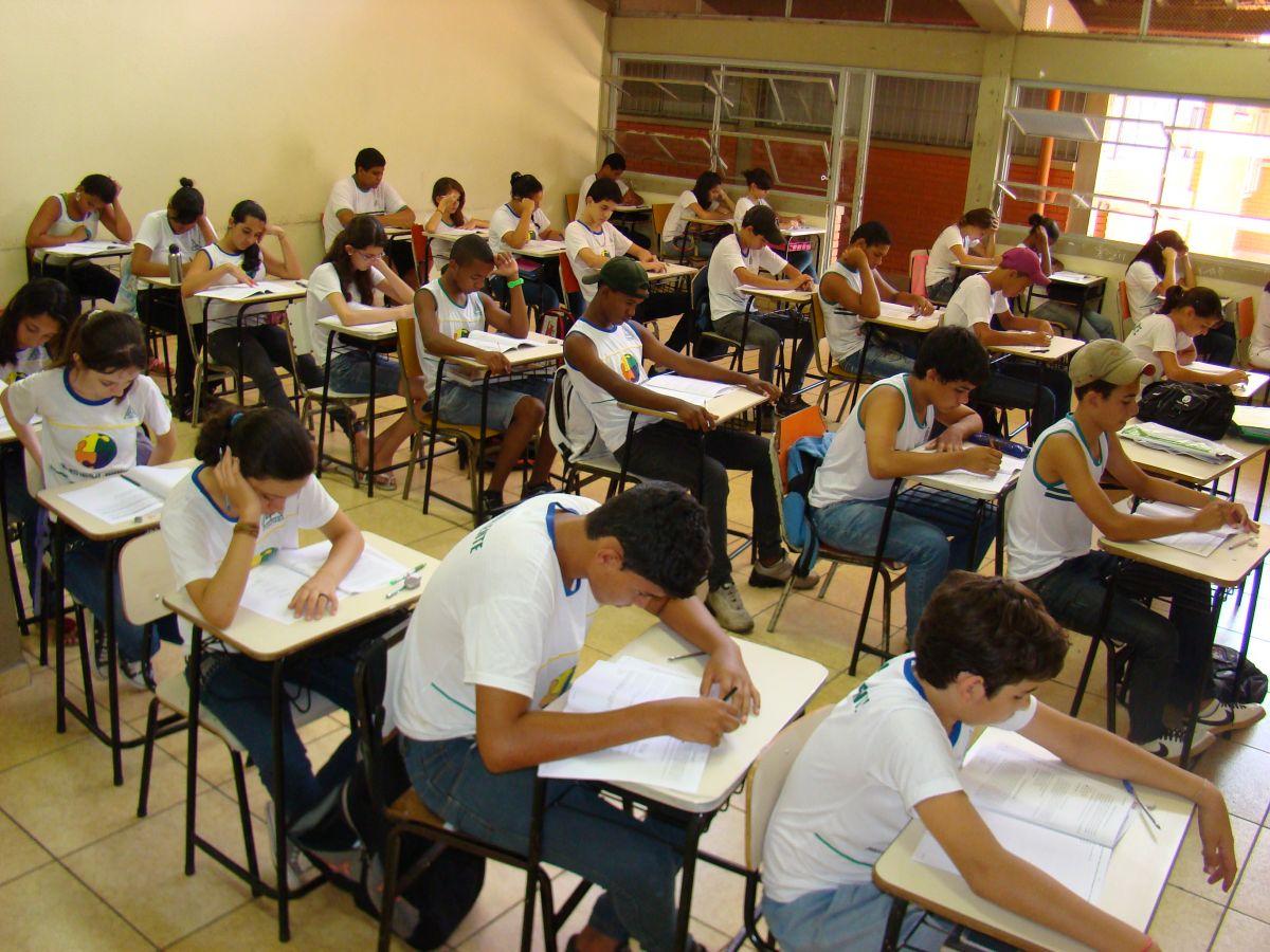 Projeto na Câmara Federal quer revogar novo ensino médio