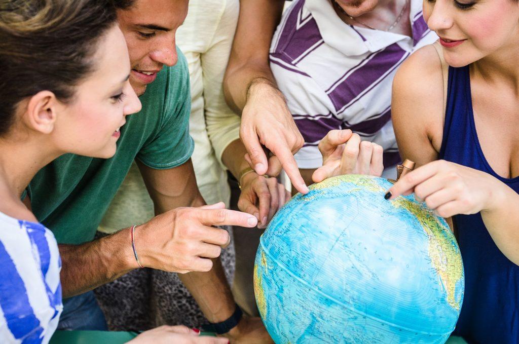 Buscas por intercâmbio após ensino médio crescem no Brasil