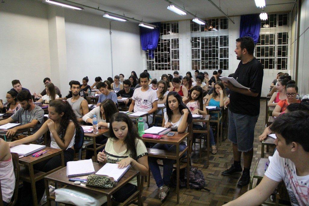 Cursinho Formação Solidária abre inscrições no Paraná