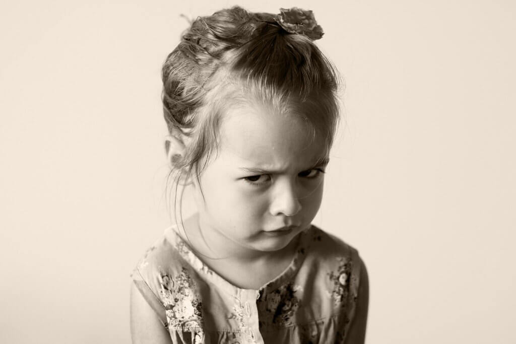 Crianças se comportam pior na presença das mães? Estudos afirmam que sim!