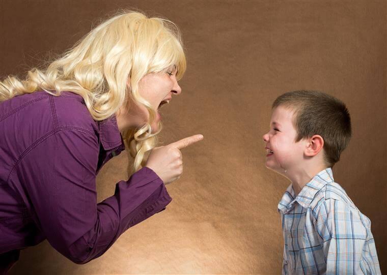 Estudo afirma: gritar com crianças não educa