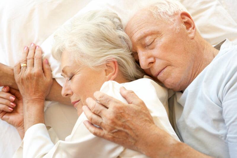 Entenda porque idosos dormem mais do que jovens