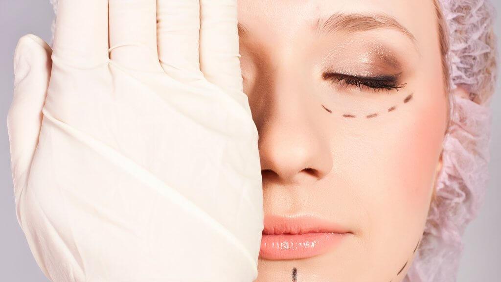 Confira riscos e benefícios de cirurgia plástica em adolescentes